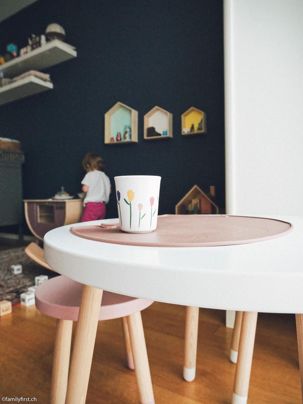 Sebra Interior Möbel und Spielzeuge, Wobbel-Brett und Flexa-Tisch und -Hocker