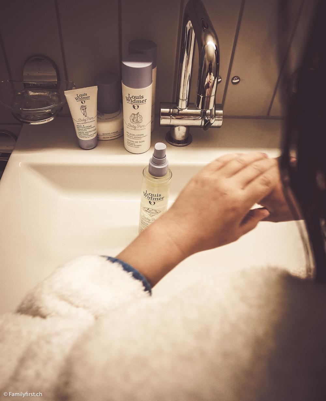Louis Widmer BabyPure ist eine Produktlinie für empfindliche Babyhaut, bestehend aus Shampoo & Duschgel, Lotion, Massageöl und Wettercreme, die keinerlei Parfüm, Parabene, Farbstoffe, Alkohol, Nanomaterialien, PEG-Emulgatoren, Mineralöle oder Silikon enthält.