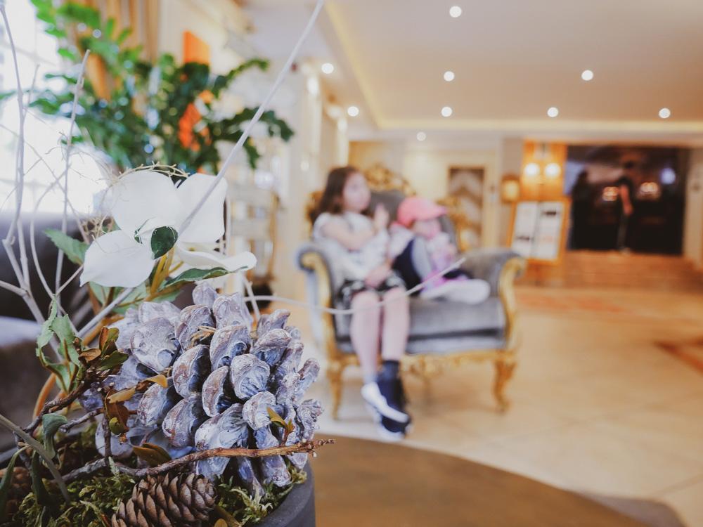 Das Hotel Engel wird seit Generationen von der Familie Kohler geführt und ist bekannt für herausragende Gastfreundschaft, Wellness und seine Gourmet-Küche.