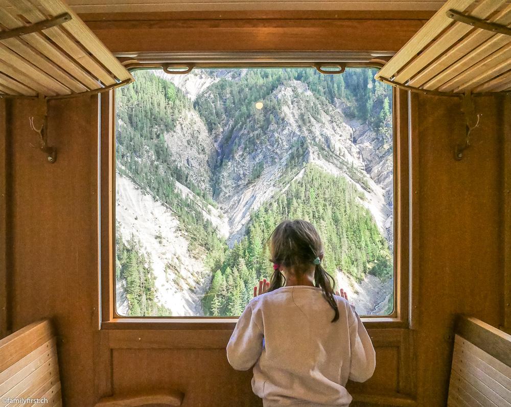 Nach dem Mittagessen fuhren wir mit dem historischen Zug von Davos nach Filisur und zurück.