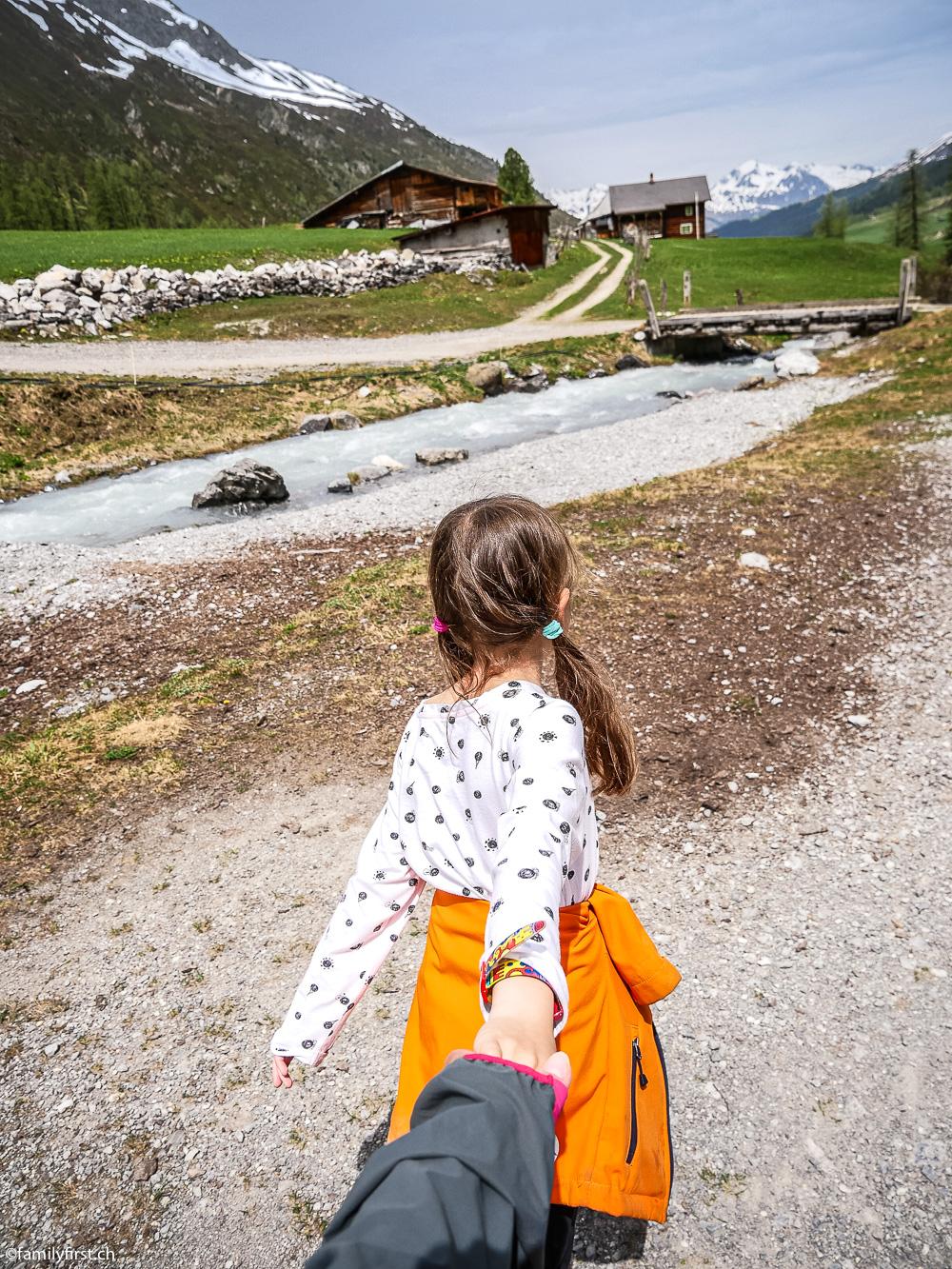 Familienwanderung im Sertigtal
